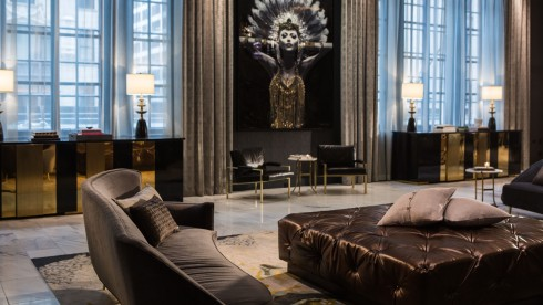 lobby-lady-lucent-6667-636b7988